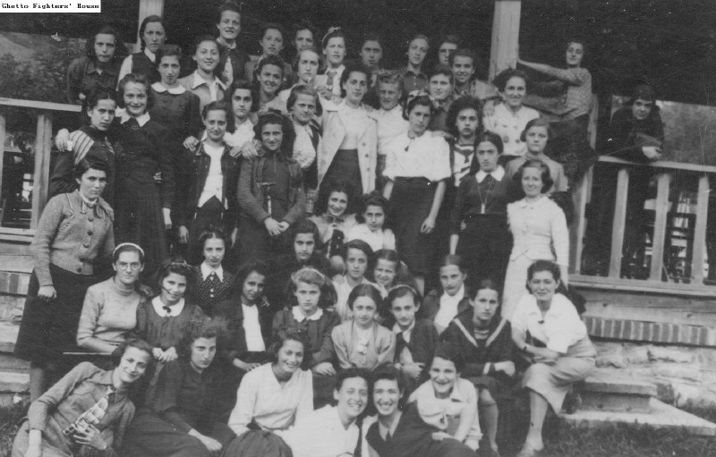 Bais Yaakov of Tarnów Students in Summer Camp
