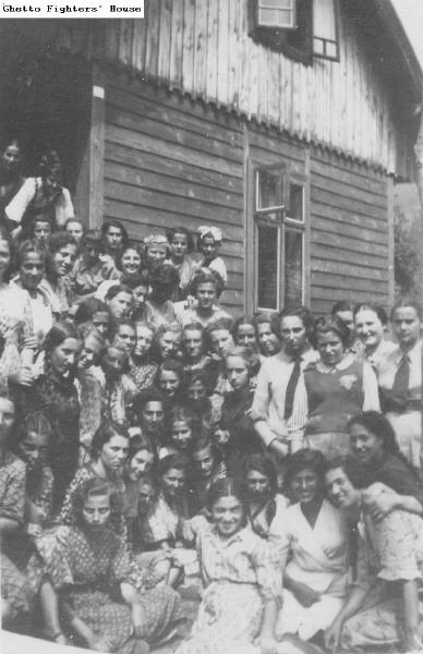 Bais Yaakov of Tarnów Students in Summer Camp