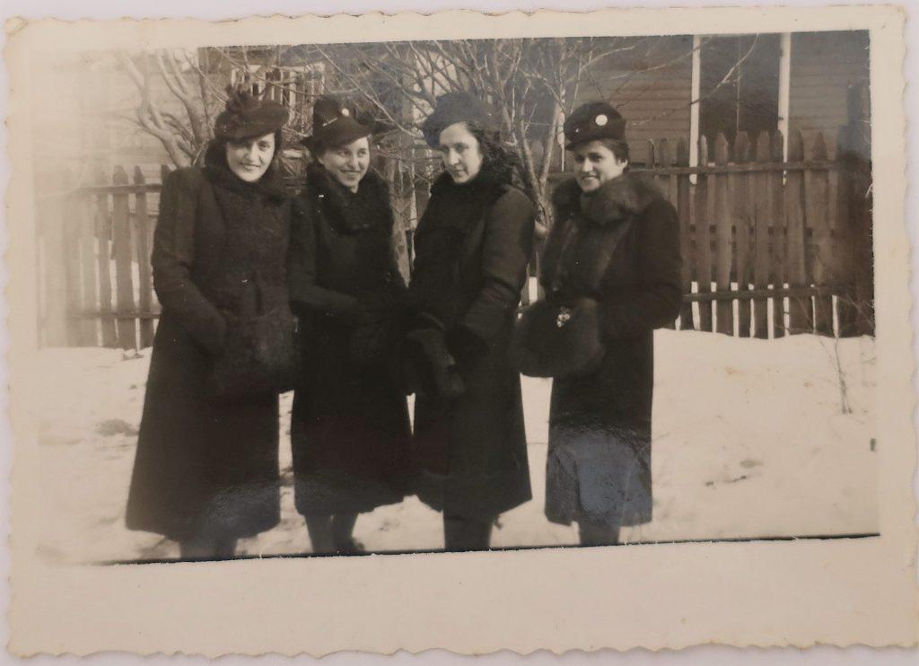 Bais Yaakov teachers in Slonim