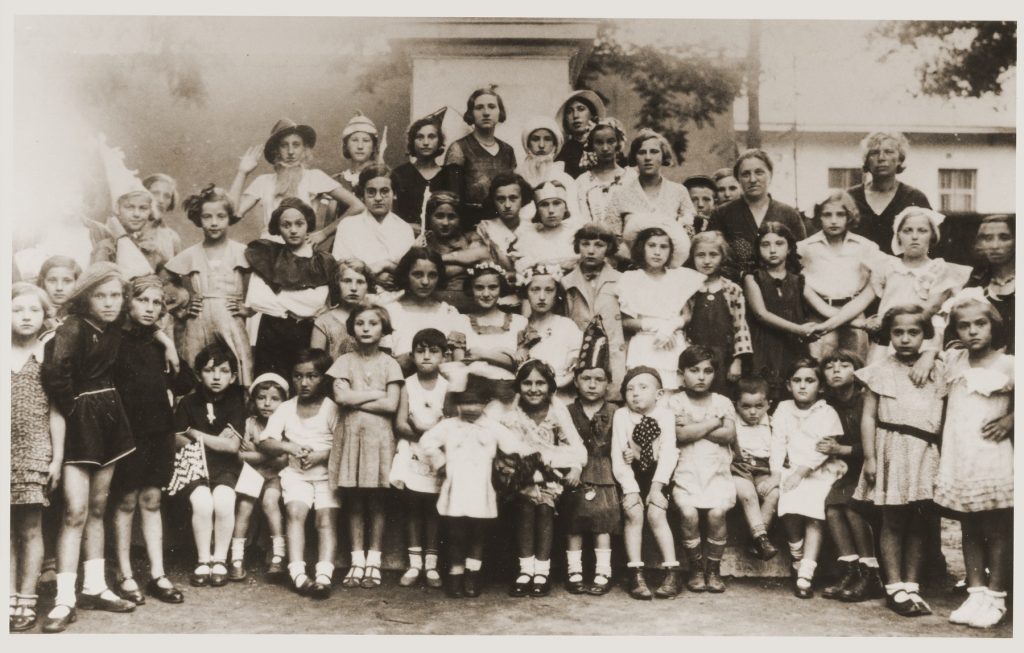 Costumed Sadagura Bais Yaakov students