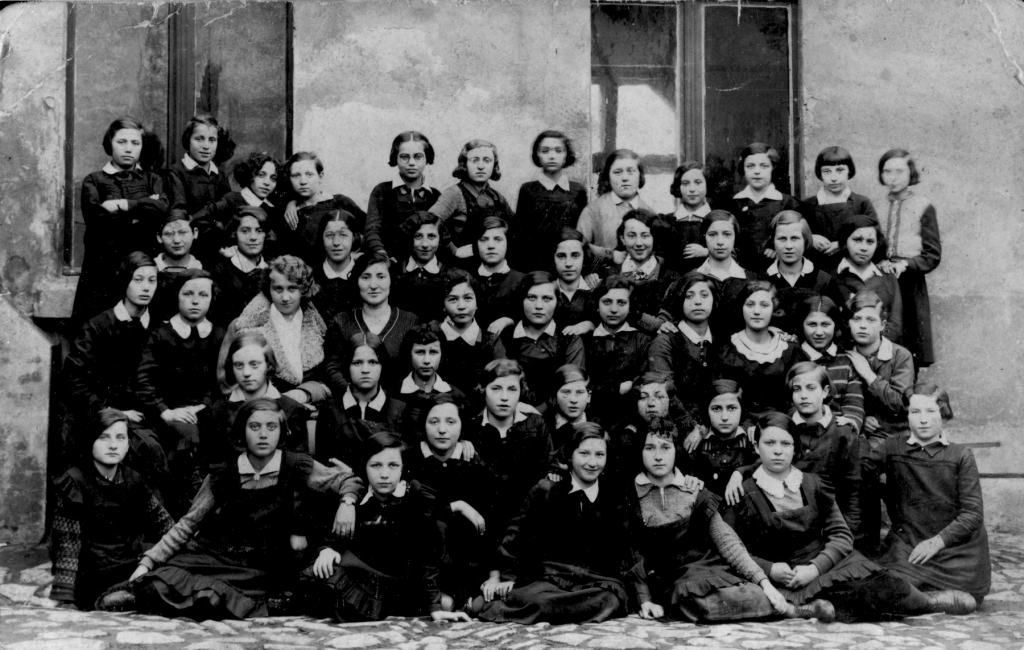Class Portrait of the Bais Yaakov in Będzin