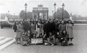 Bais Yaakov of Paris on a Field Trip